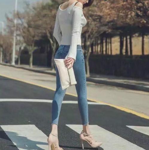 牛仔裤搭配修身又显瘦:穿牛仔让你气质增添甜美