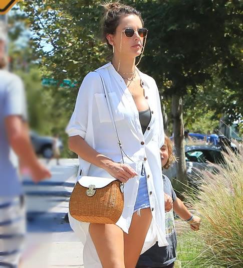 教你白衬衫时尚穿搭:白衬衫如何穿搭示范图片