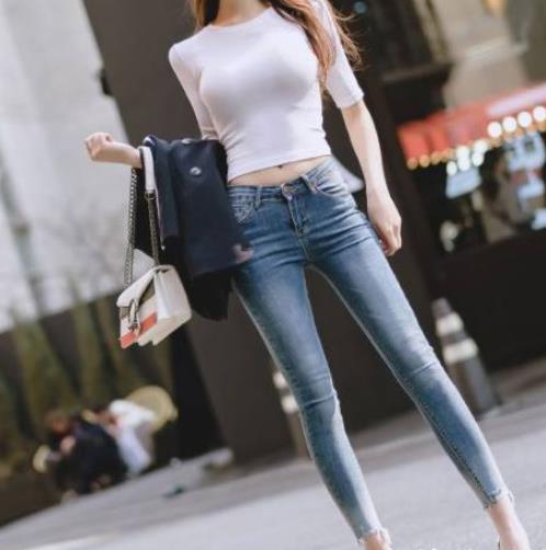 漂亮女生穿牛仔裤图片:牛仔裤美女不仅时尚且让人心动
