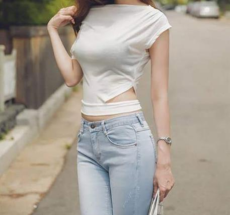 女生穿牛仔裤图片:美女们为什么喜欢牛仔裤