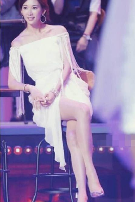 林志玲透视装小短裙好身材:小姐姐好脾气没架子
