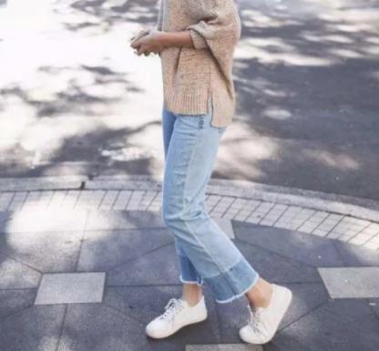 2018年秋季流行牛仔裤欣赏:时髦的牛仔裤女神必备