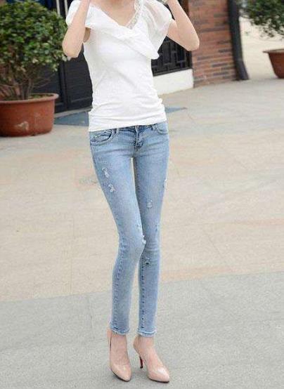 时尚妹子穿搭紧身裤:轻熟气质,显腿修长