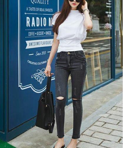 紧身裤给你时尚魅力美范:迷人身材青春有活力