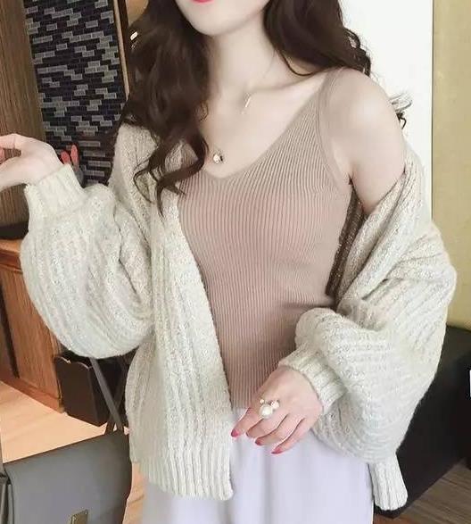 百搭性感针织背心吊带衫:女神搭配中无烦恼