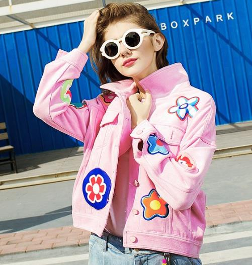 在春夏交替之际 入手一件时尚夹克外套吧