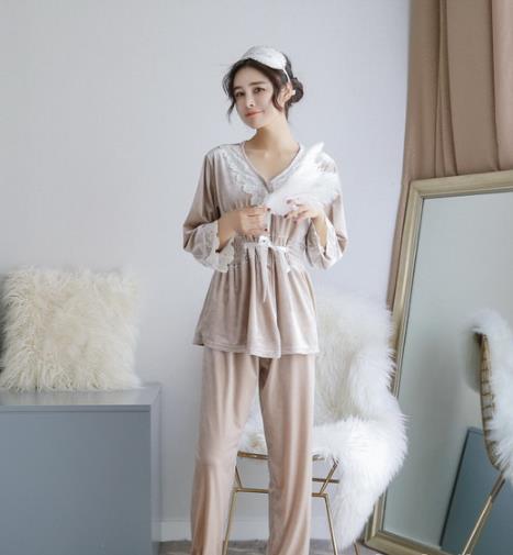 早春选一款时髦又性感的丝绒家居服吧(图)