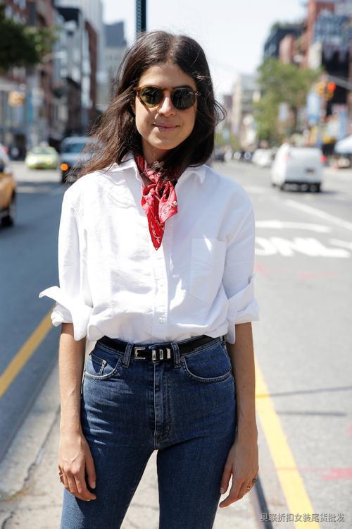 白色衬衫搭配牛仔裤 (4)