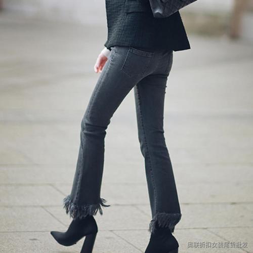 西装+牛仔裤+中跟