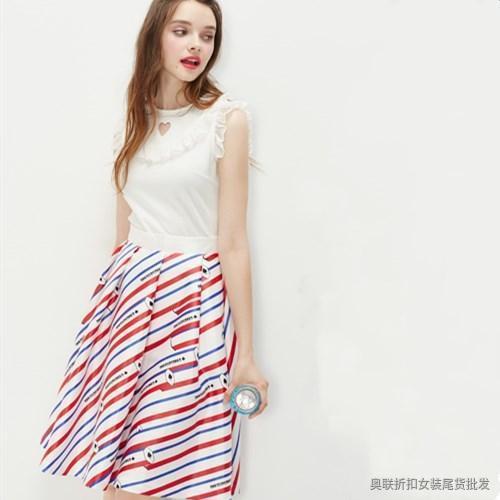 斜条纹半身裙